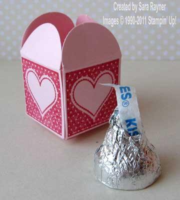 Mini box with a kiss